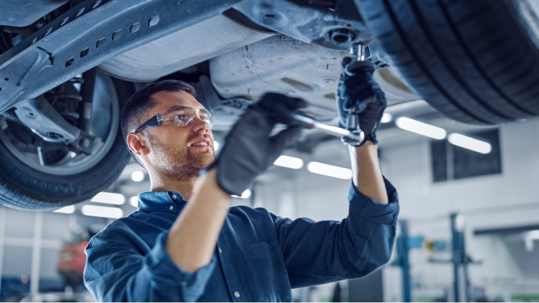 La importancia de trabajar con mecánicos certificados en la marca de tu automóvil